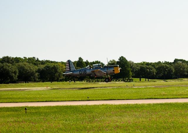 WW2 Airplane landing