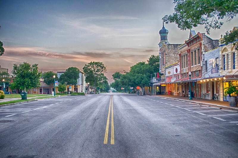 A Weekend Trip to The Most Beautiful Town Square in Texas