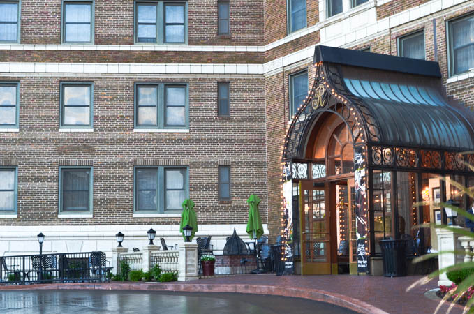 Raphael Hotel Drive