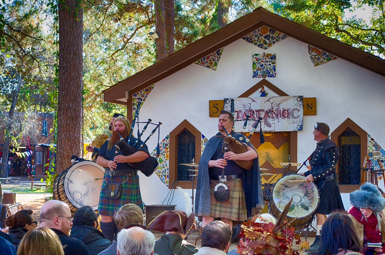 Tartanic Bagpipes and Drums Music