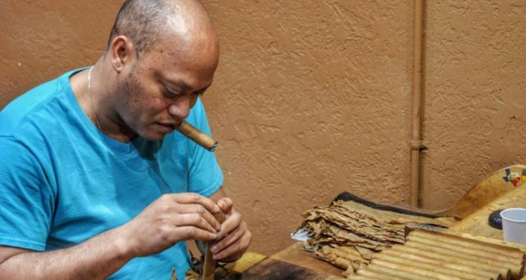 Cigar Roller